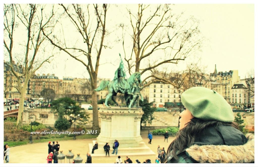 merayakan tahun baru di paris