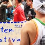 Celebrating Songkran, PERANG AIR massal di Bangkok