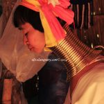 Suku Leher Panjang, face to face